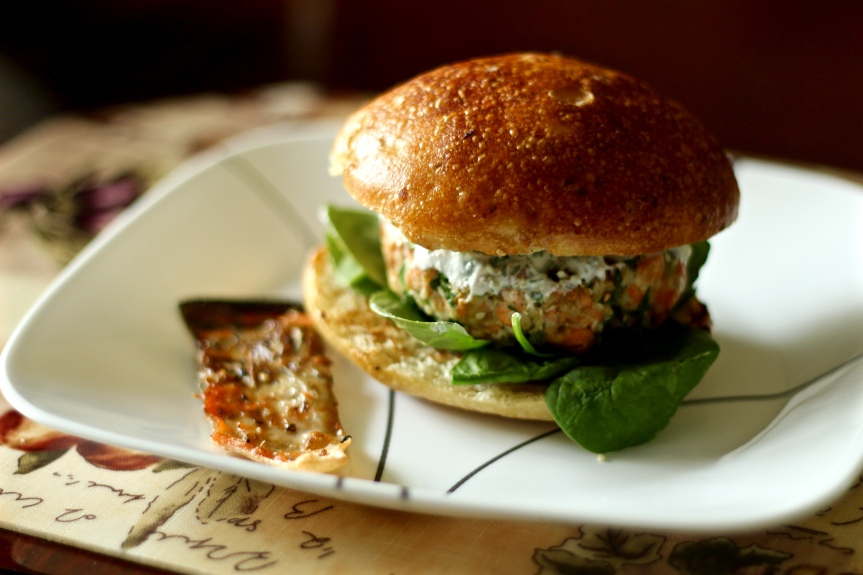 Midweek Delicacy Time: Salmon Burger With Yogurt Sauce