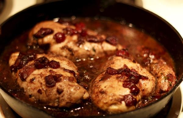 Chicken in Cherry-Wine Pan Sauce