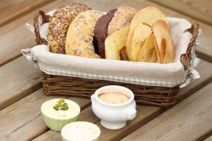 restaurant bread